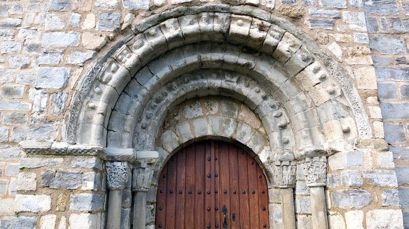 Iglesia románica de Santa María de Arce portada